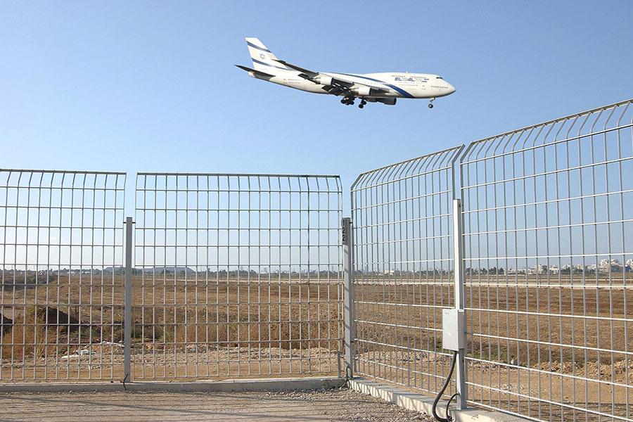 Забор в аэропорту