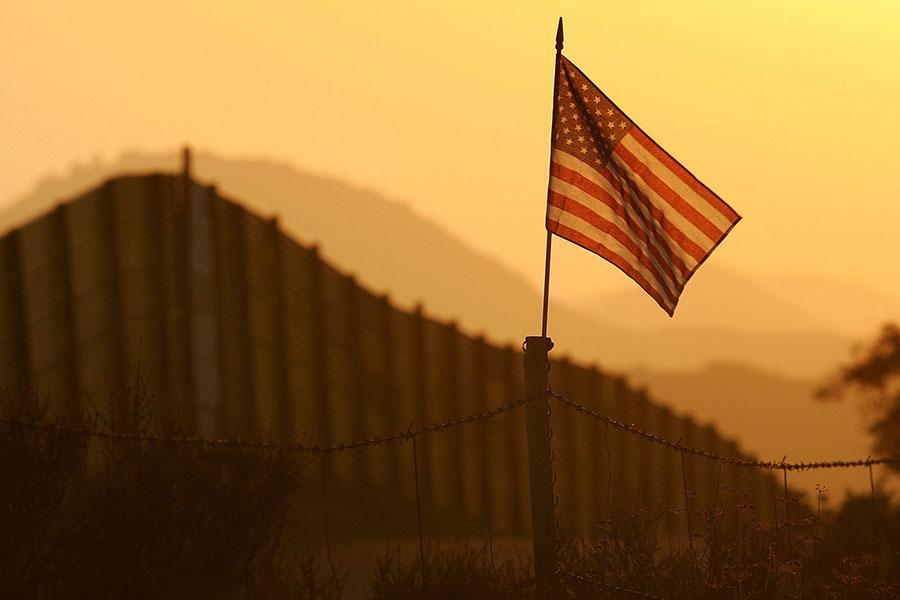 Стена на границе США с Мексикой необходима местным жителям