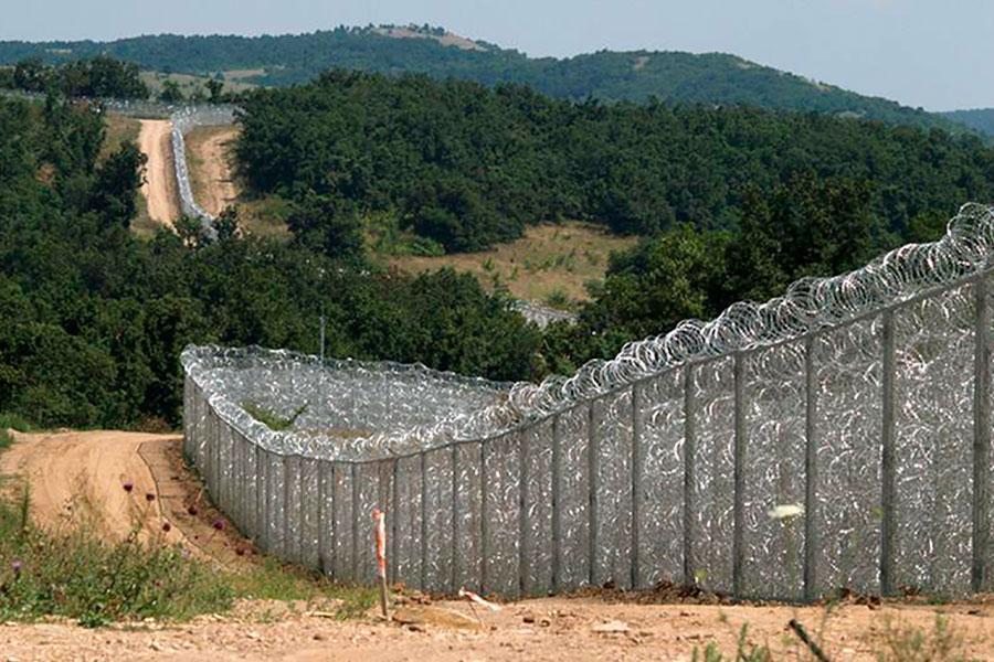 Забор из колючей проволоки Егоза в Болгарии