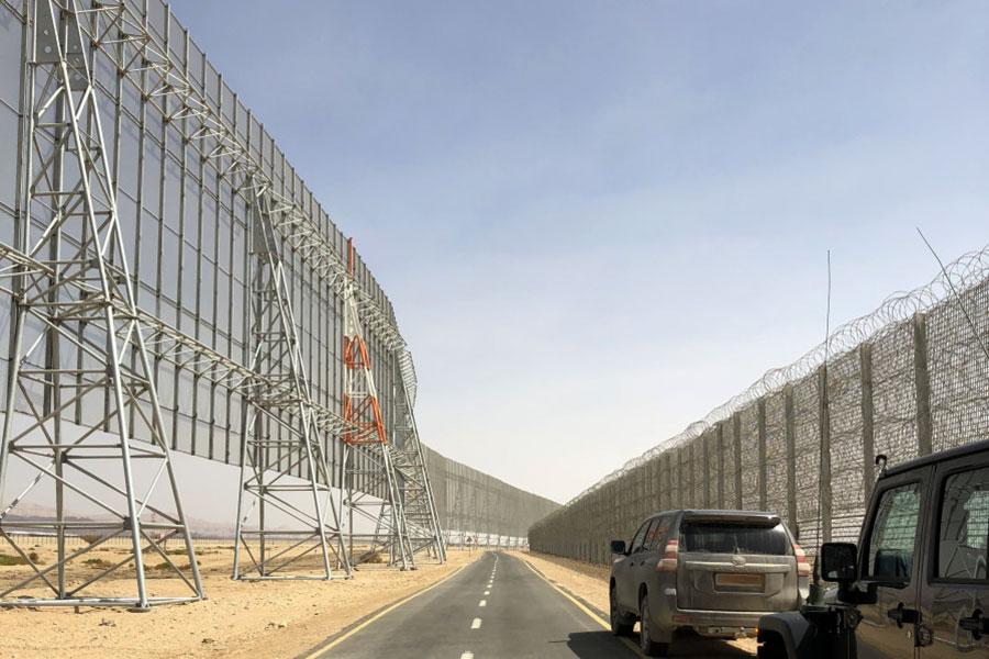 Забор и колючая проволока для защиты аэропорта в Израиле