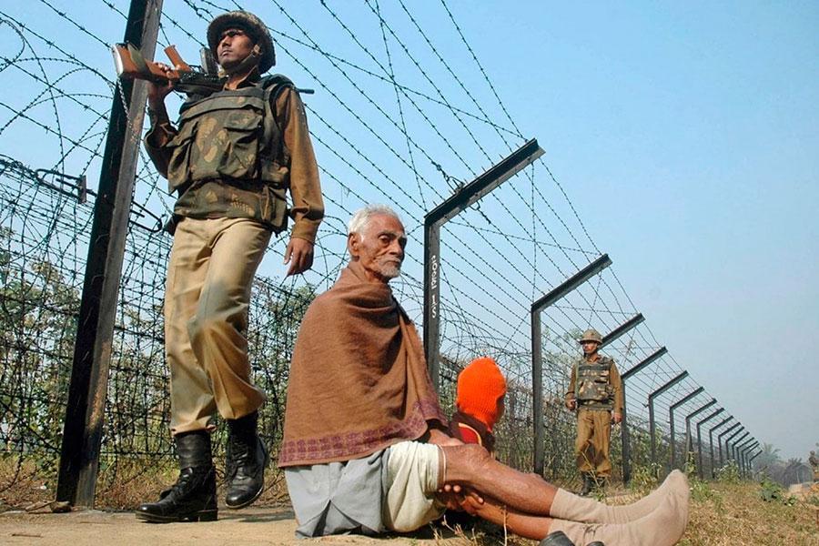 Заборы из колючей проволоки между Индией и Бангладеш