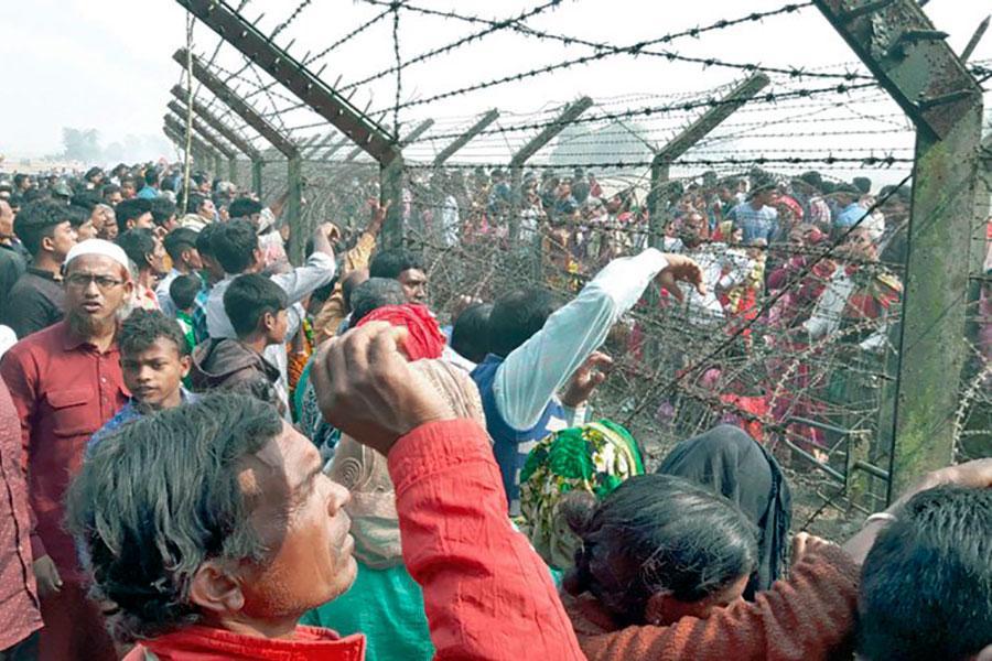Забор из колючей проволоки на границе Индии и Бангладеш