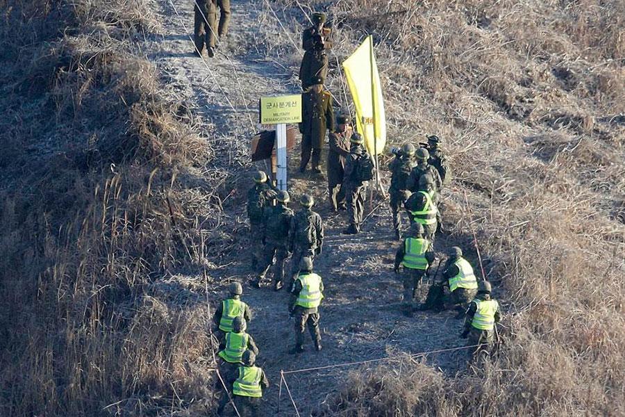 Проверка уничтожения постов и колючей проволоки между Кореями