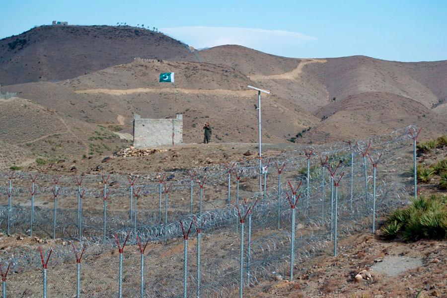 Колючая проволока на границе Пакистана и Афганистана