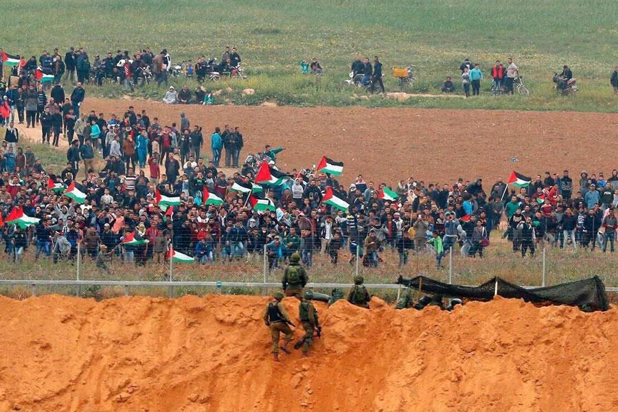 Колючая проволока и солдаты Израиля сдерживают 8000 палестинцев