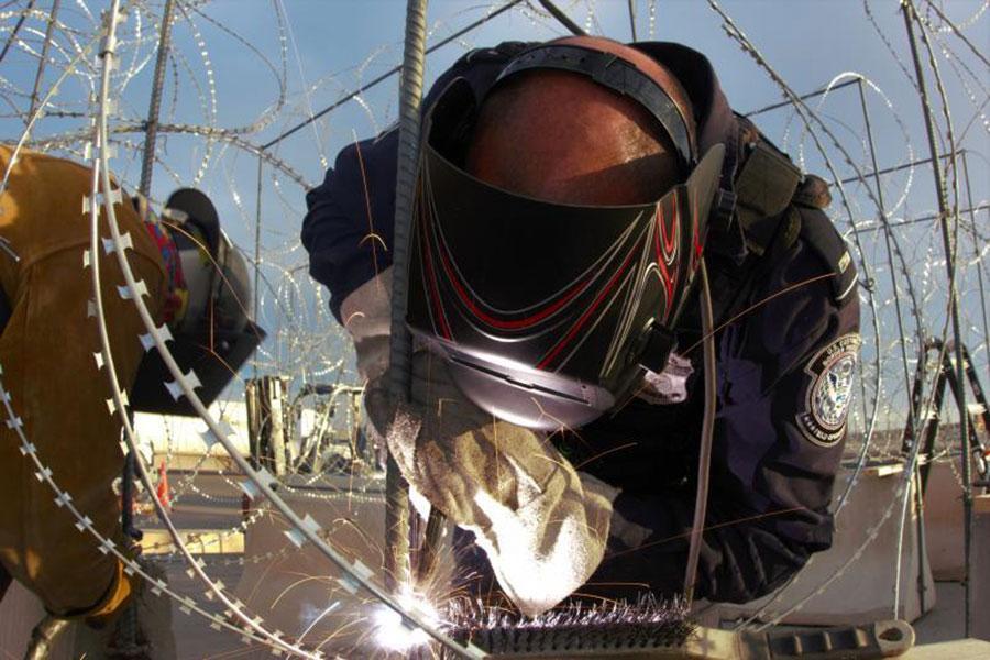 Установка спіральних загороджень з колючого дроту в Ель-Пасо