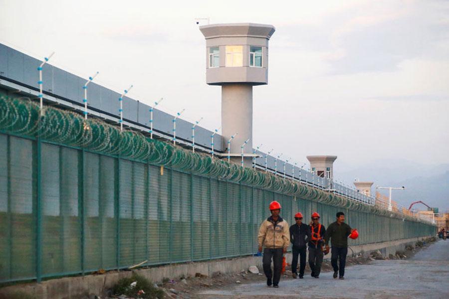 Колючая проволока вокруг школы-интерната в Китае