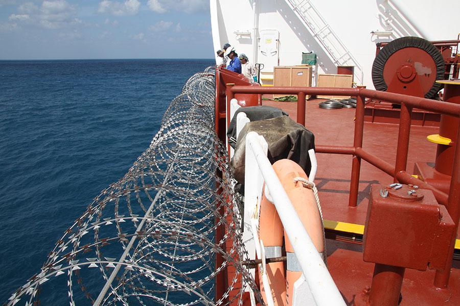 Колючая проволока против пиратов Гвинейского залива
