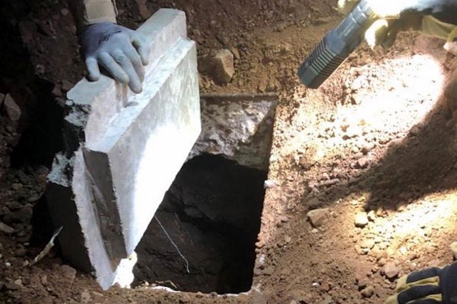Тунель під парканом з колючим дротом в Ногалесі
