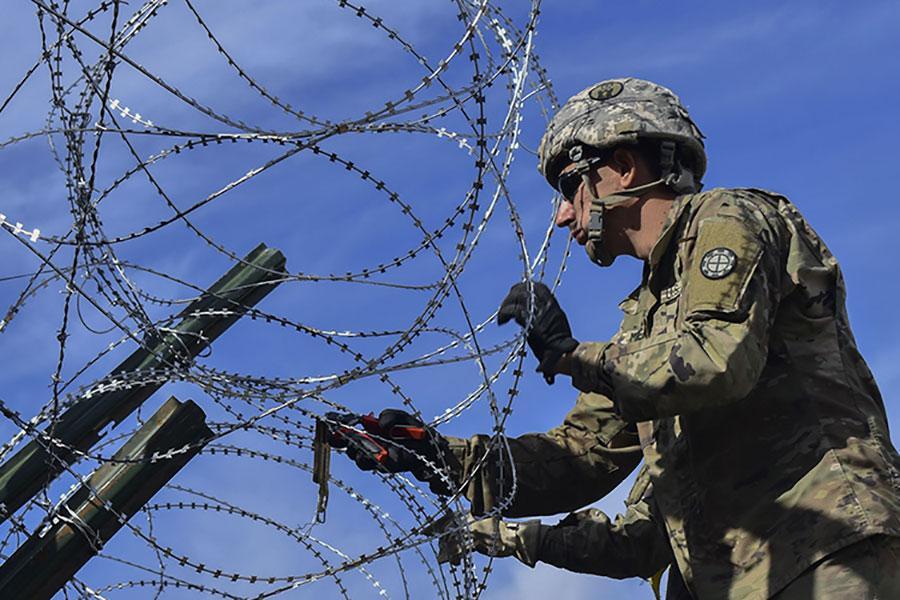 Колючие заграждения на границе с Мексикой