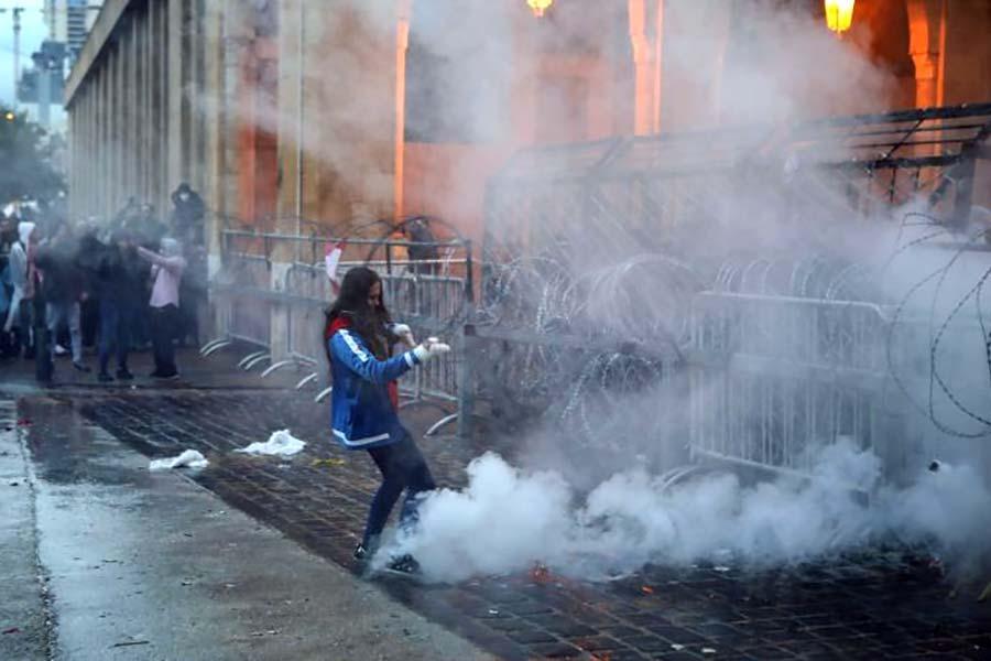 Колючий дріт і масові протести в Бейрутіта