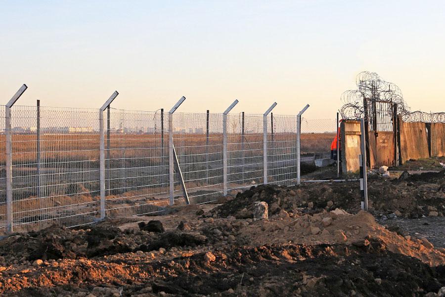 Заміна паркану в аеропорту Одеси