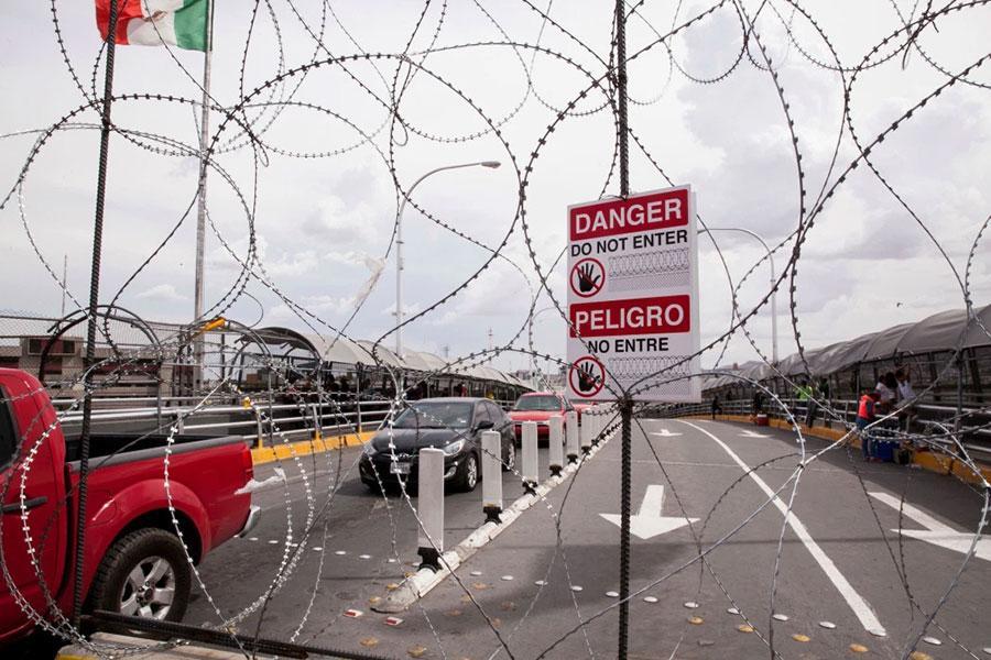 Колючий дріт на кордоні США з Мексикою