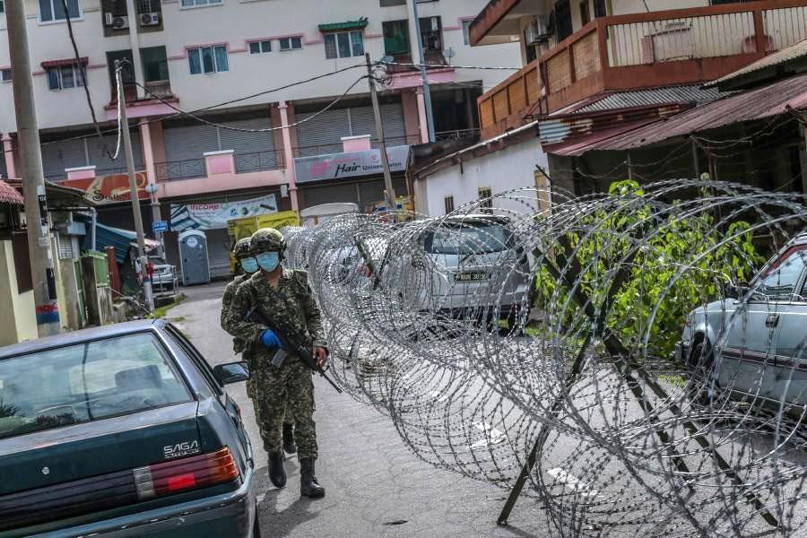 Селаянг-Бару заблокирован колючей проволокой