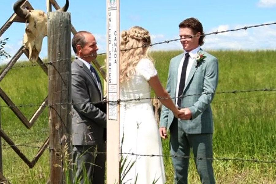 Колючая проволока и свадьба на границе