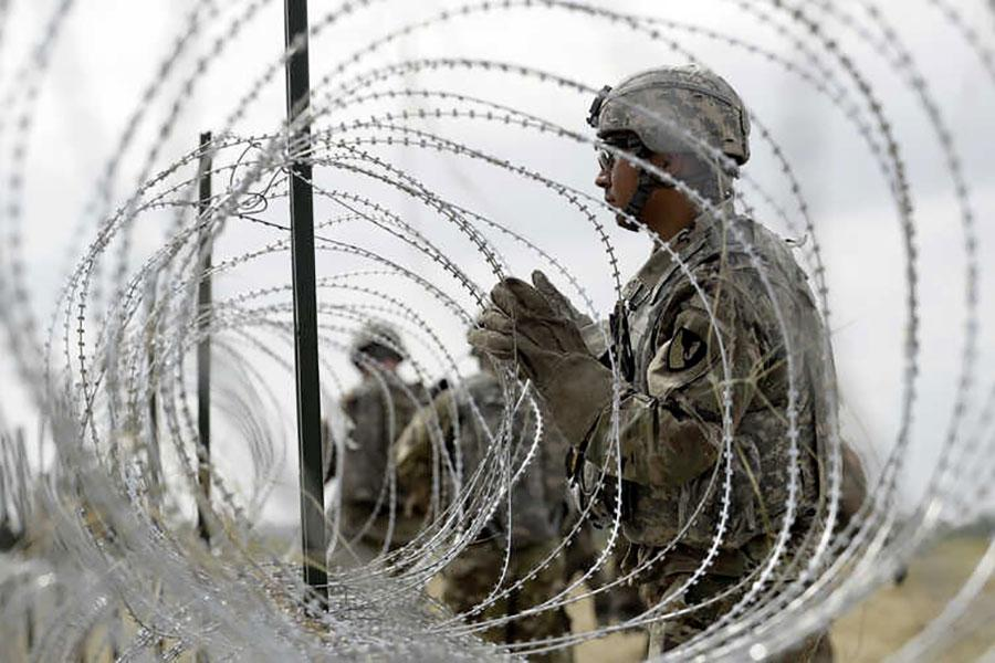 Дріт колючий на мексиканському кордоні
