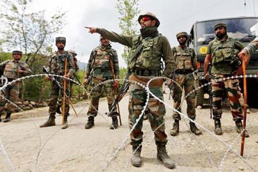 Проволока колючая на границе Китая и Индии