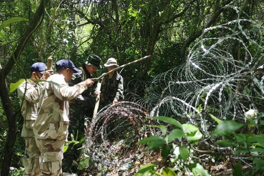 Колючая проволока на границе Таиланда и Бирмы