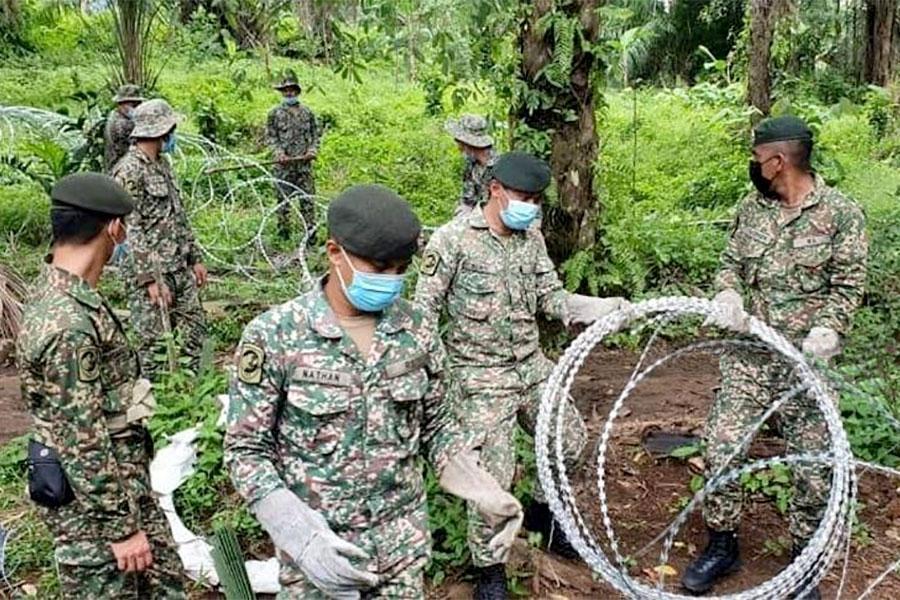 Колючая проволока в Малайзии против коронавируса