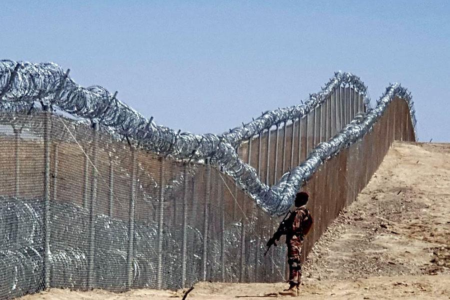 Проволока колючая на границе Пакистана с Афганистаном