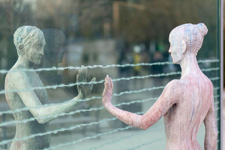 Колючий дріт – пам'ятник в Тбілісі