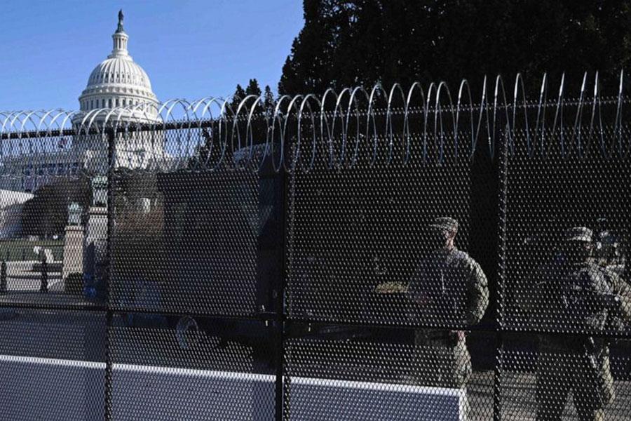 Колючая проволока в Вашингтоне