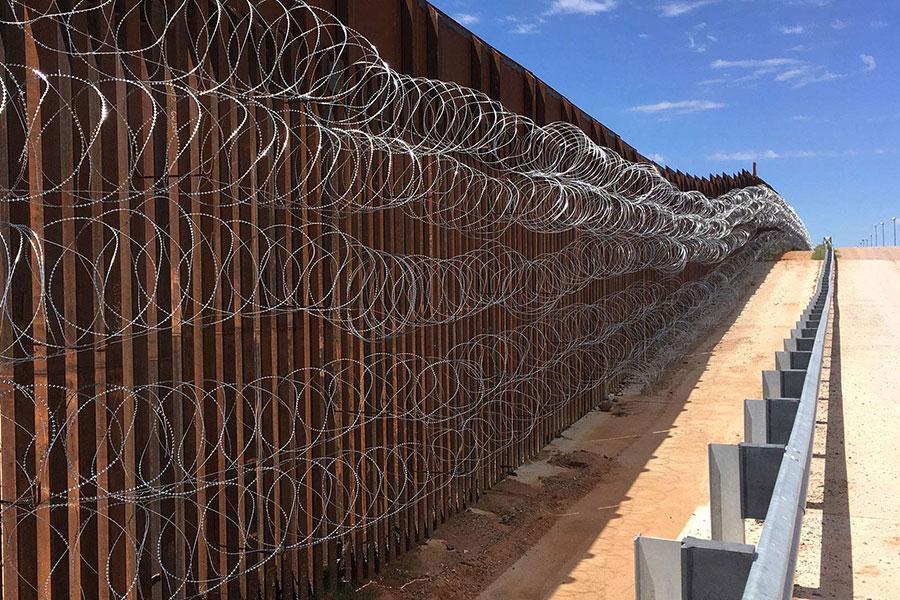 Стіна Трампа та колючий дріт Єгоза