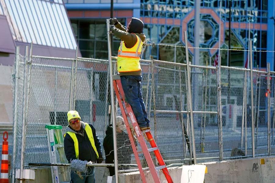 Нові паркани та колючий дріт в Міннеаполісі