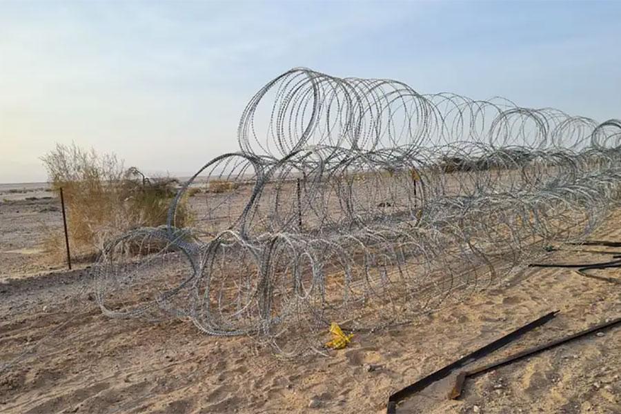 Колючая проволока на границе Израиля с Иорданией