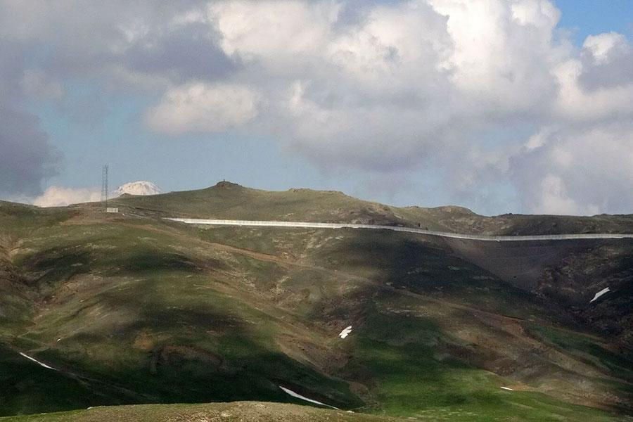 Пограничная стена на границе Турции и Ирана