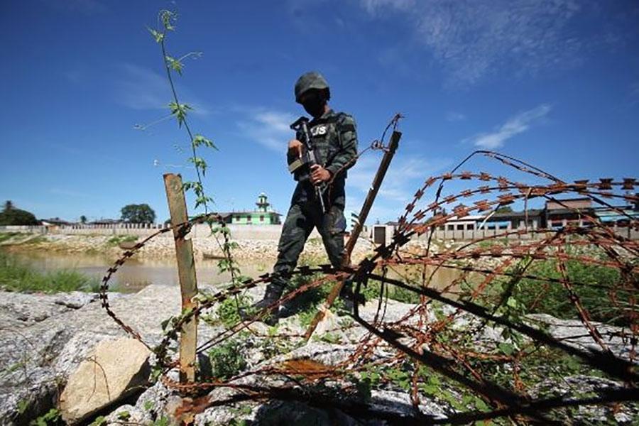 Стіна з колючим дротом потрібна на кордоні Малайзії