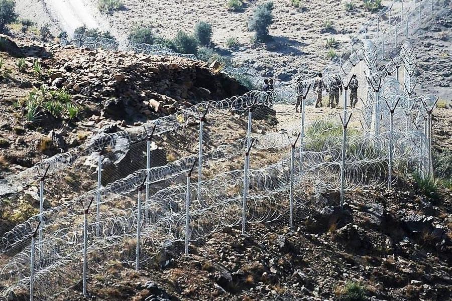 Колючий дріт на кордоні Пакистану з Афганістаном