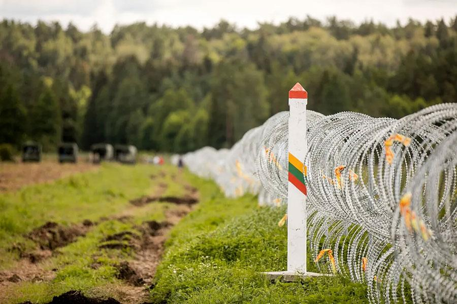 Дріт колючий на кордоні Литви
