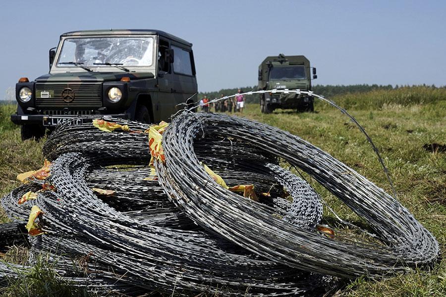 Литва начинает строительство забора с колючей проволокой