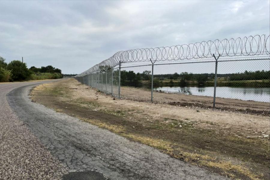 Забор и колючая проволока в Техасе